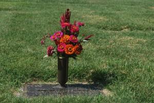 grave-15623_1920